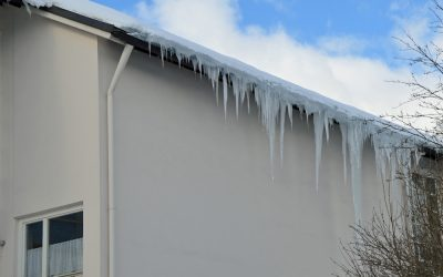 Vorsicht Eisbombe! Hausbesitzer sollten Eiszapfenbildung im Auge behalten!