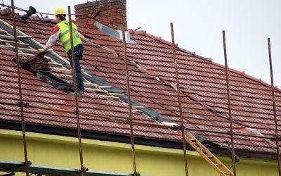 Keine Panik nach dem Sturm: 6 Tipps, damit der Dachschaden nicht zur Katastrophe wird