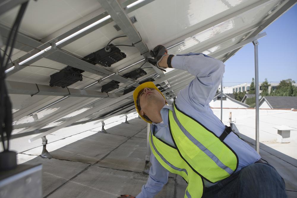 Photovoltaikanlage warten und reinigen – worauf sollten Sie achten?