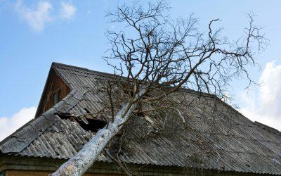 5 häufige Dachschäden nach einem Sturm