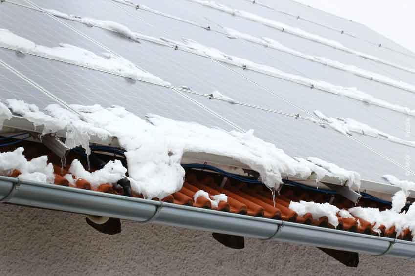 Dachcheck nach dem Winter, Photovoltaikanlage, Dachziegel, Anschlüsse checken lanssen