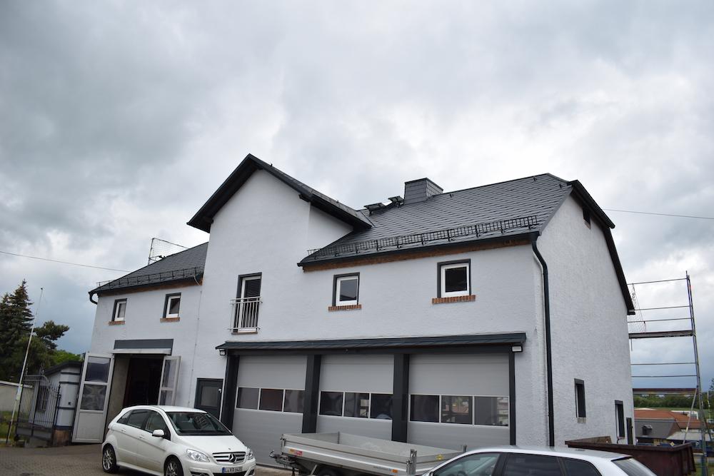 Neue Dacheindeckung für Werkstatthaus